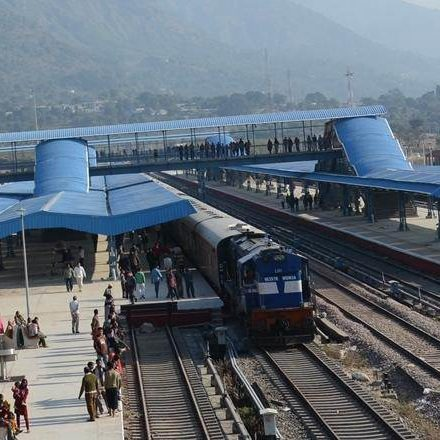 World bank gives Railway safety tips, recommends yellow trains, high visibility clothing for employees